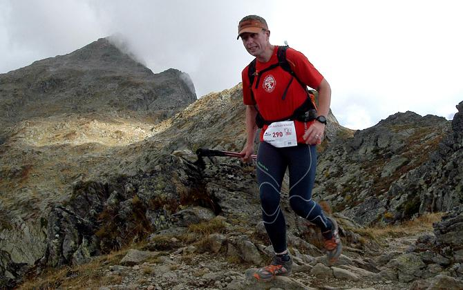 Runners approaching the Aiguillette des Possettes 2200m