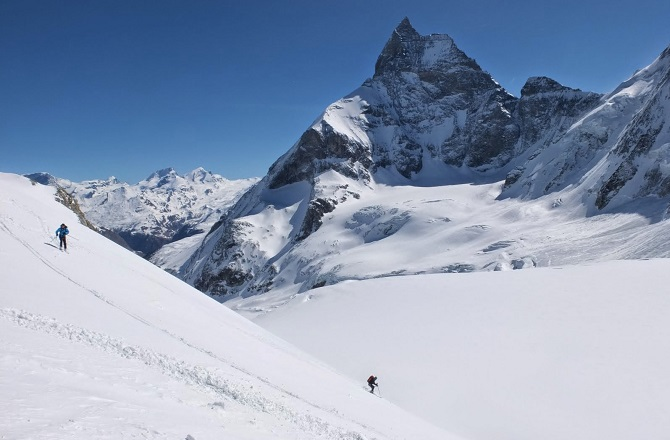 Skiing over the Tete                                               Blanche in front of the                                               Matterhorn